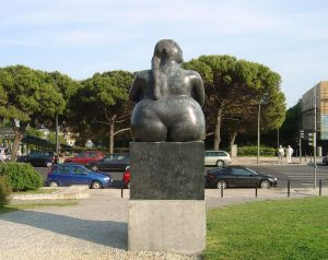 botero-estatua_de_botero_no_jardim_amalia_rodrigues-zdjecie-portuguese_eyses-creative-commons-2